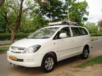 innova taxi himachal