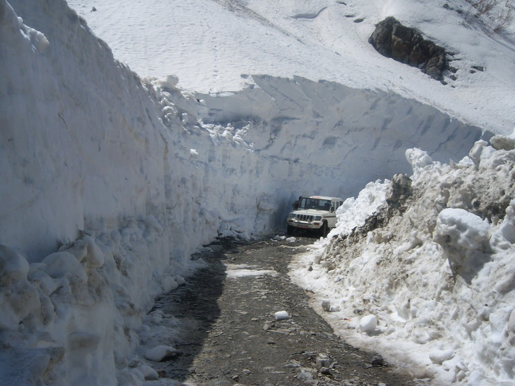 Rohtang Pass opens for traffic 2012